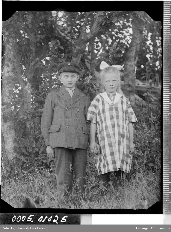 Portrett av en jente og en gutt.