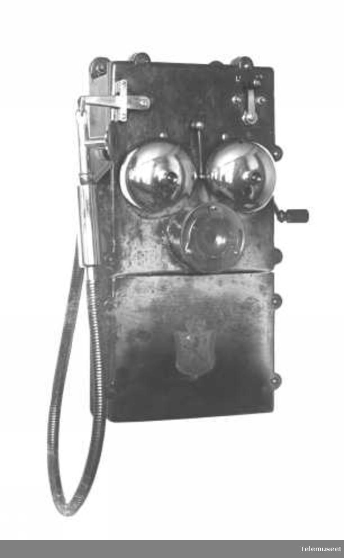 Telefonapparat i støpejern, magneto, gruvetelefon, vanntett, med linjevender, fast mikrofon, klokke 2000 ohm. Elektrisk Bureau.