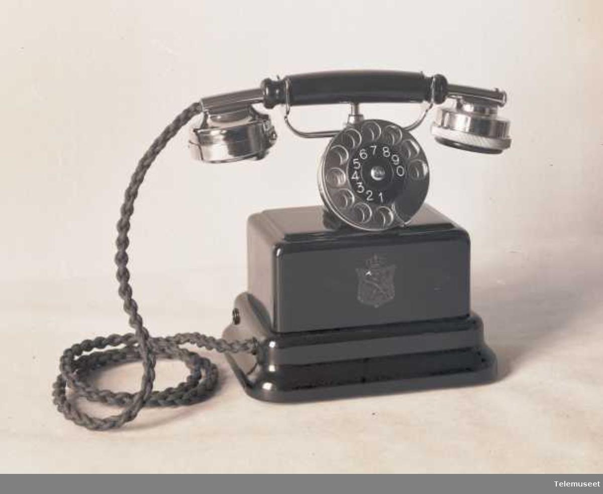 Telefonapparat, bordtelefon, automat,  i stål med krum mtlf. liggende, klokke 1000 ohm, Elektrisk Bureau.