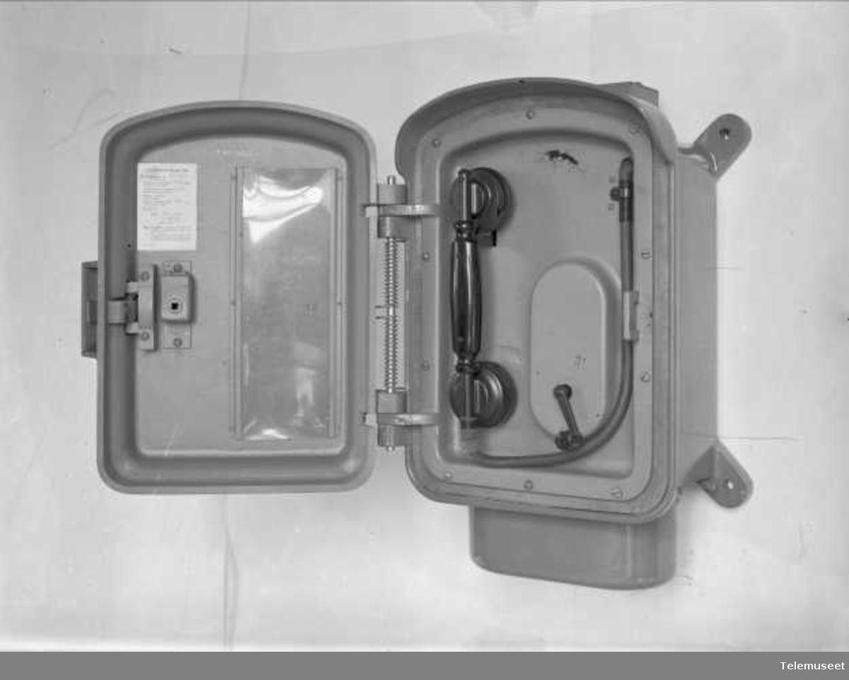 Telefon, magneto veggapparat, vanntett, Elektrisk Bureau.