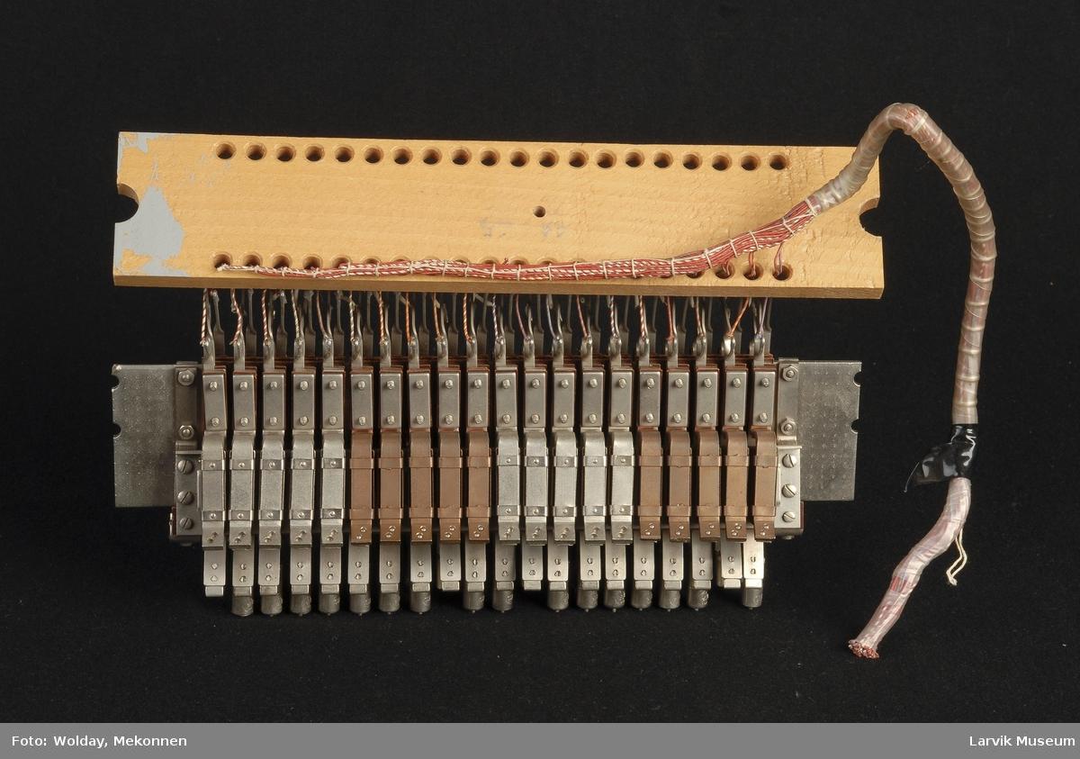Funksjon/type: Siemens, denne satt mellom sentral og abonnent, bryter strømmen om det er noe feil. Platen på midten var koblet til jord.