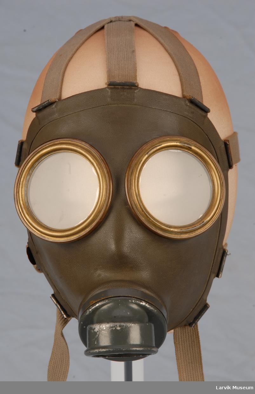 For å beskytte seg mot farlige gasser. Helmaske