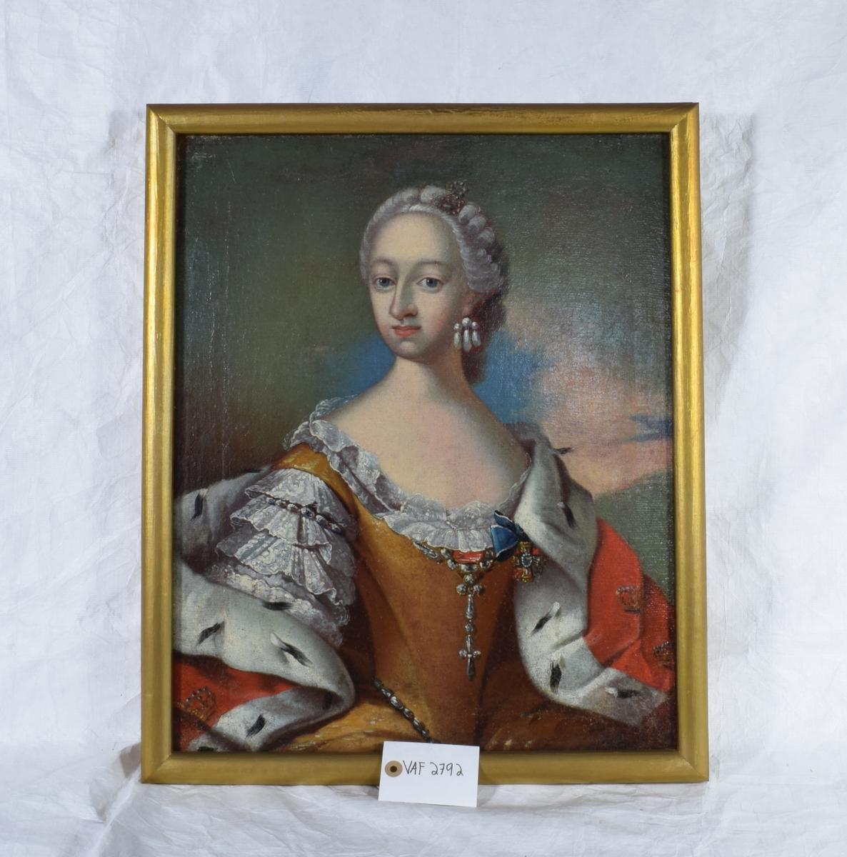 Portrett av en vinne med hermelinskappe og brungul kjole.
