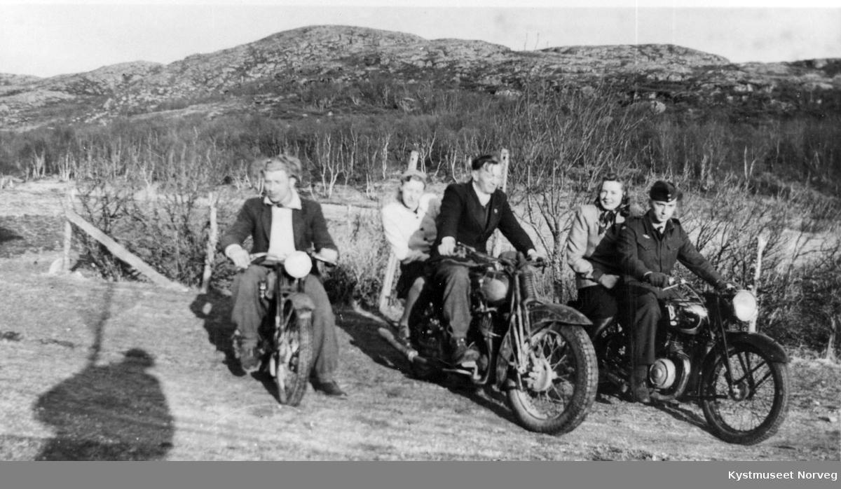 Ukjente ungdommer med motorsykler