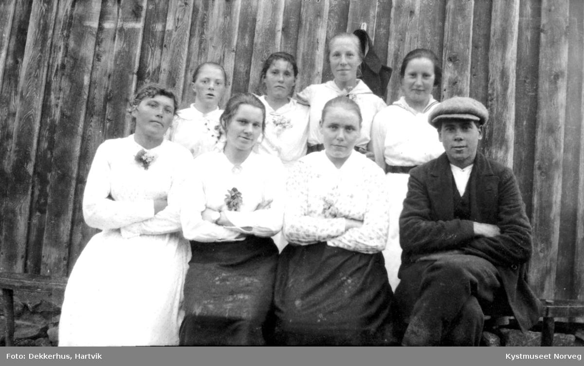 Inga Dekkerhus, Borhild Ofstad Wågø, Kristianna Ofstad Kjil, Harald Brevik, Kristine Evenstad, Signe Evenstad, Agnes Dekkerhus og Ingeborg Ofstad