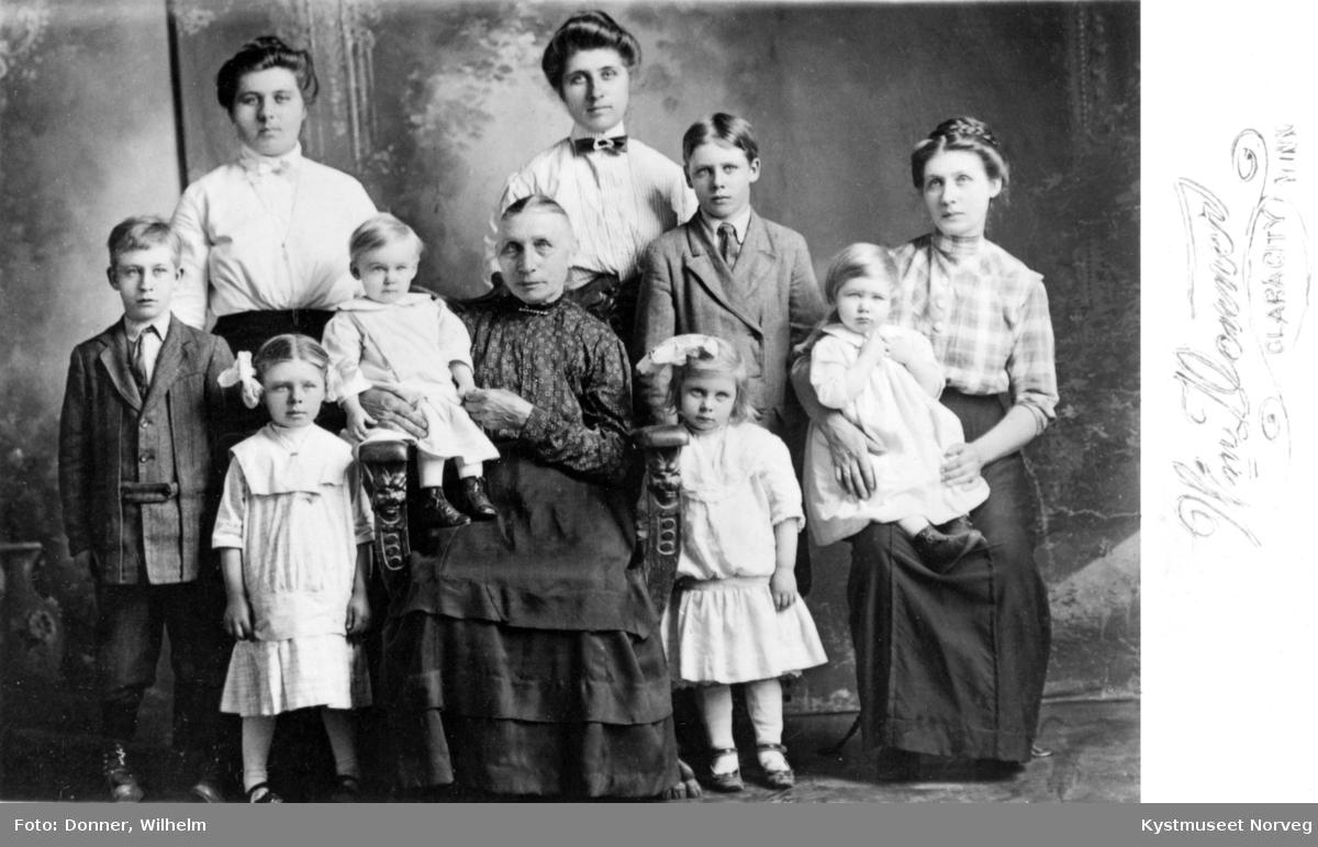 Katrine Evensen med barn og barnebarn