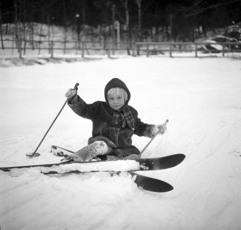 Flicka lär sig åka skidor, Uddevalla