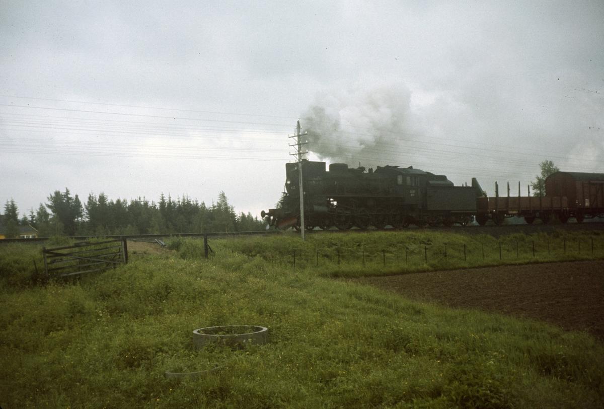 Godstog på Solørbanen trukket av damplok type 26c nr. 433.