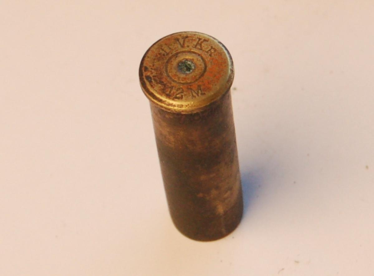Rørformet patronhylse i 12,17 mm.