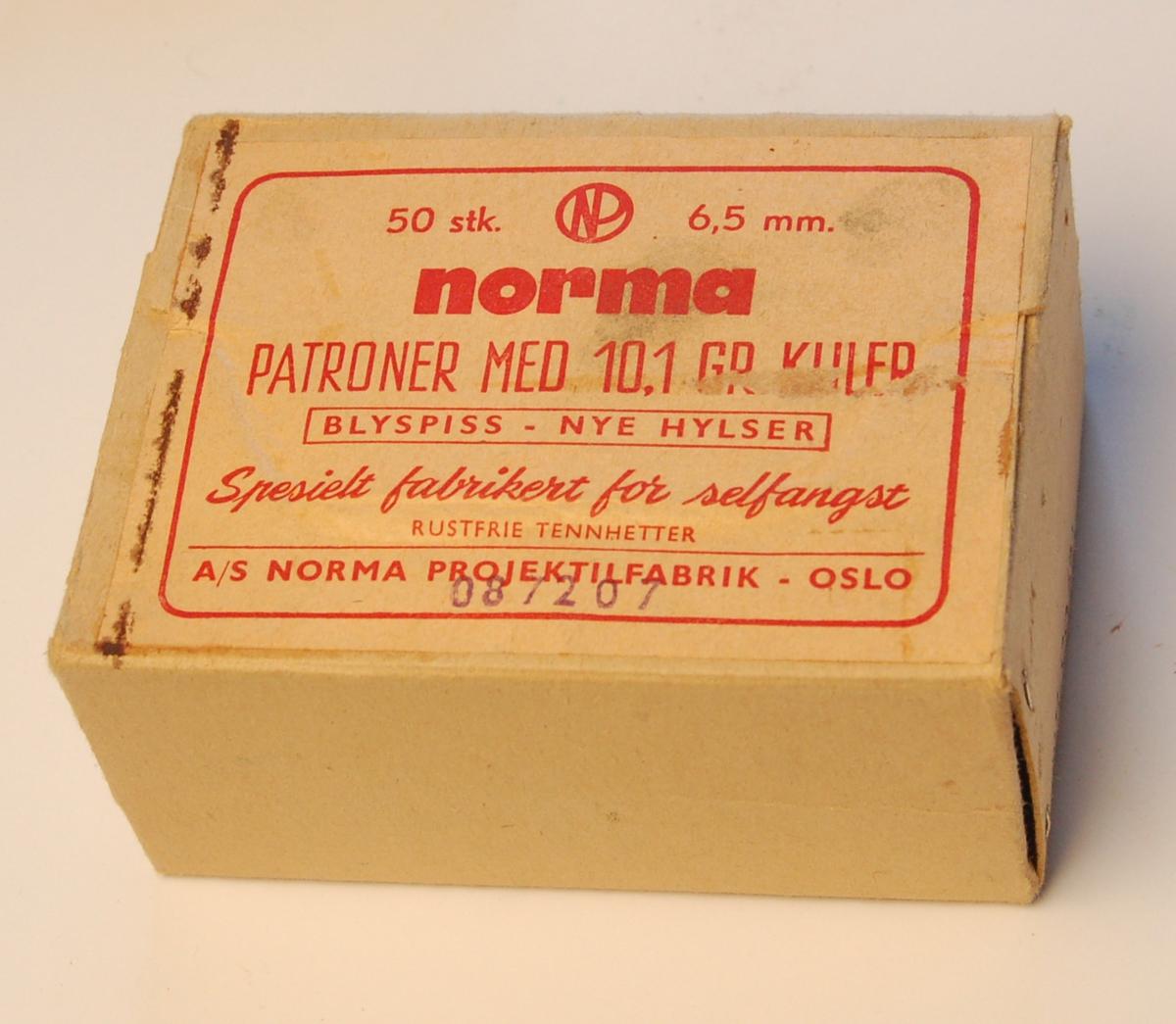 Rektangulær eske av papp til oppbevaring av ammunisjon.