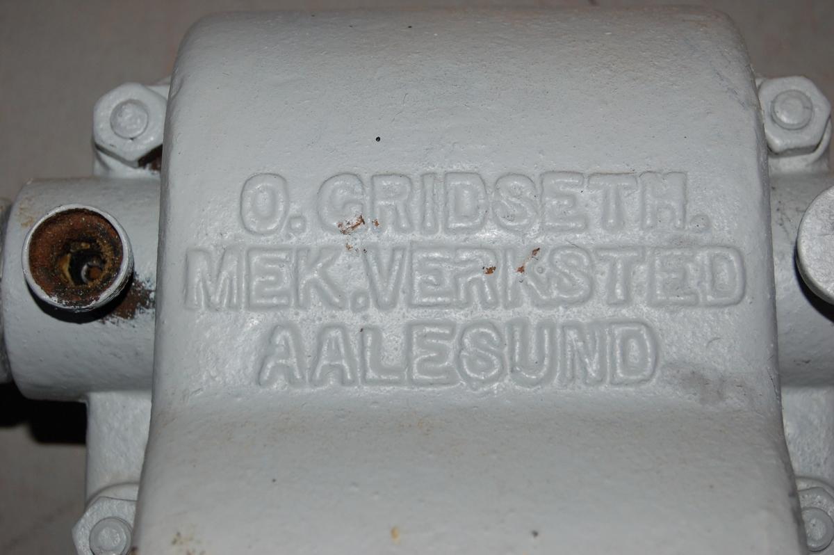 Mekanisk Kapstanvinsj med en horisontal trommel (kopp), tilrettelagt for to handsveiver til manuell drift.