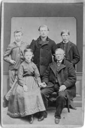 Mattias Larsson Stranne(f. 1817 d.1886) med sina barn James