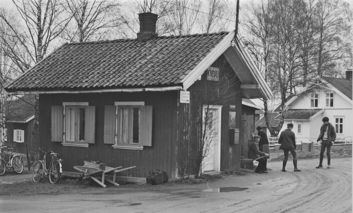 Kvevil stasjon noen år etter nedleggelsen.