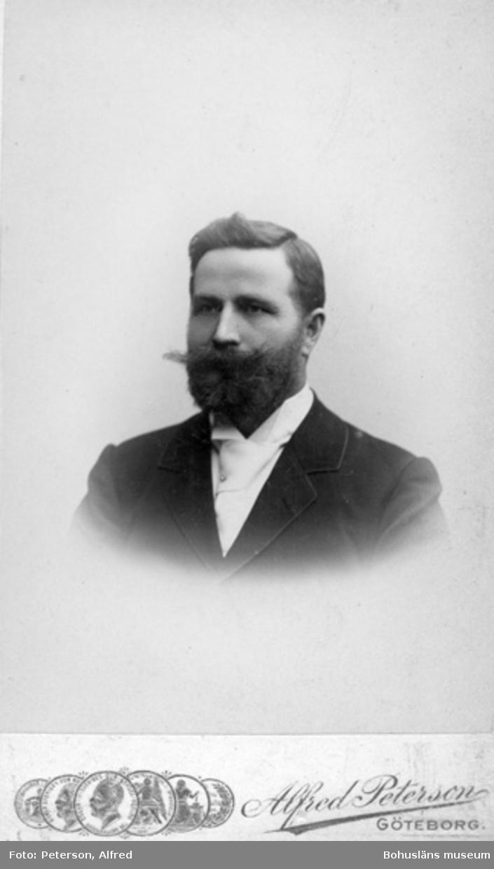 """Enligt text på fotot: """"Fabrikör Pettersson Forsåkers Fabr. Mölndal där jag som kassörska hade plats en kortare tid före min lärarinnetid. G.H. Wikander""""."""