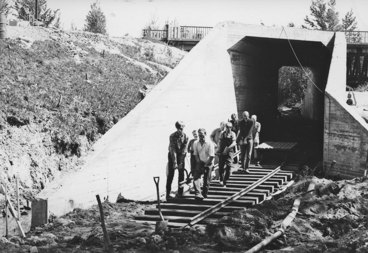 Tønsberg tunnel (kulvert) er ferdig støpt og sporleggingen gjennom tunnelen pågår.
