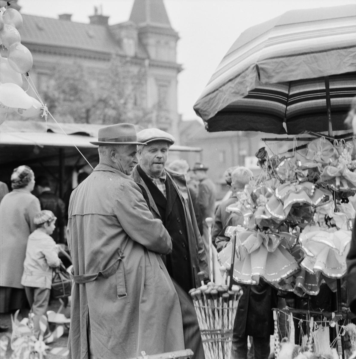 Marknad på Vaksala torg, Uppsala hösten  1958