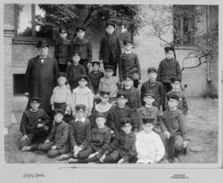 """""""1934"""". Troligen utanför Margretegärdeskolan, Uddevalla"""