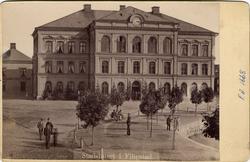 "Text på kortet: ""Stadshuset i Filipstad"". ::"