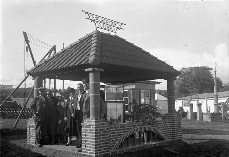 Paviljong som visar upp Tenggrenstorps tegelbruk från Vänersborg
