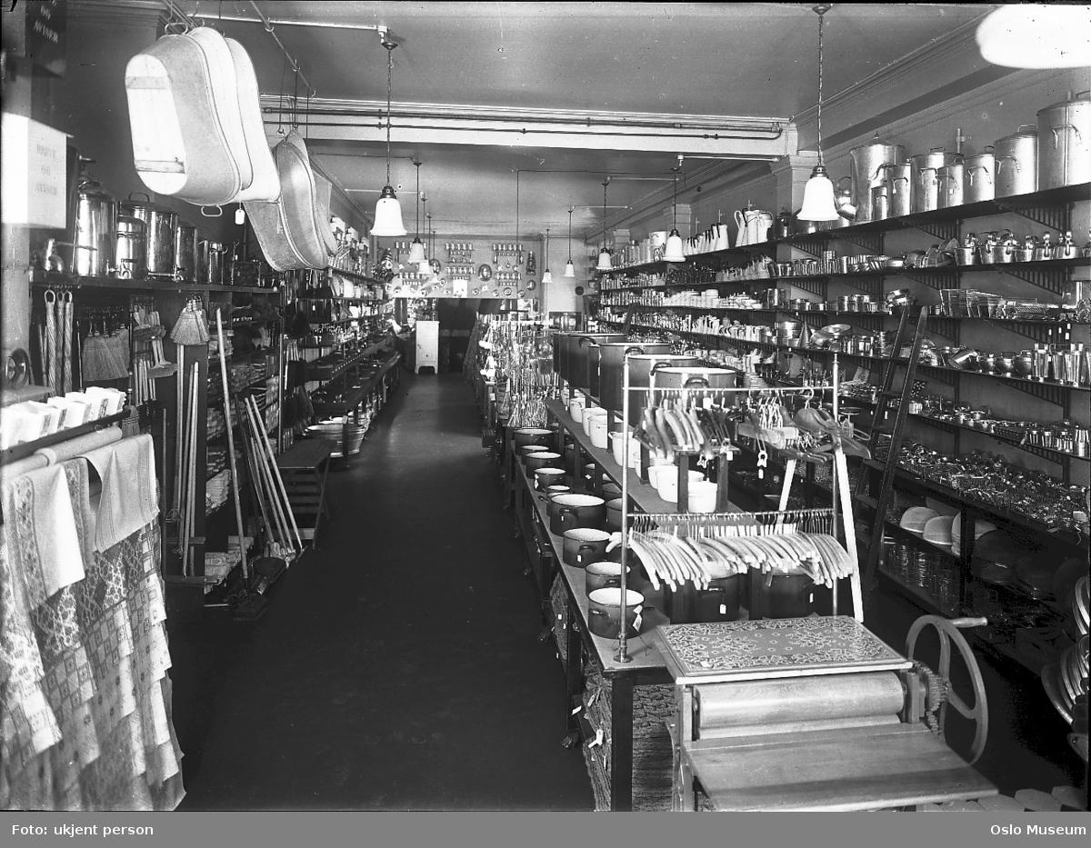 Christiania Glasmagasin, interiør, kjøkkenavdeling, hyller, varer, kjøkkenutstyr