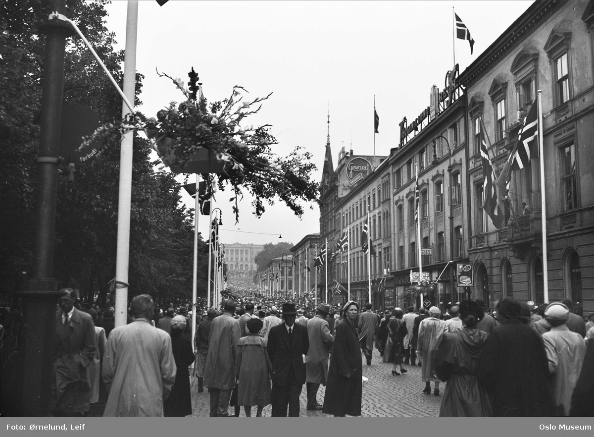dronningbesøk, gateløp, flagg, mennesker