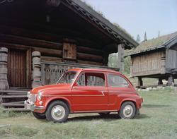 bil, stabbur, tømmerstue