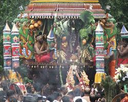 Hinduisme, Sivasubramanyar Alyam, tempel, Tiruvela, kjerrefe