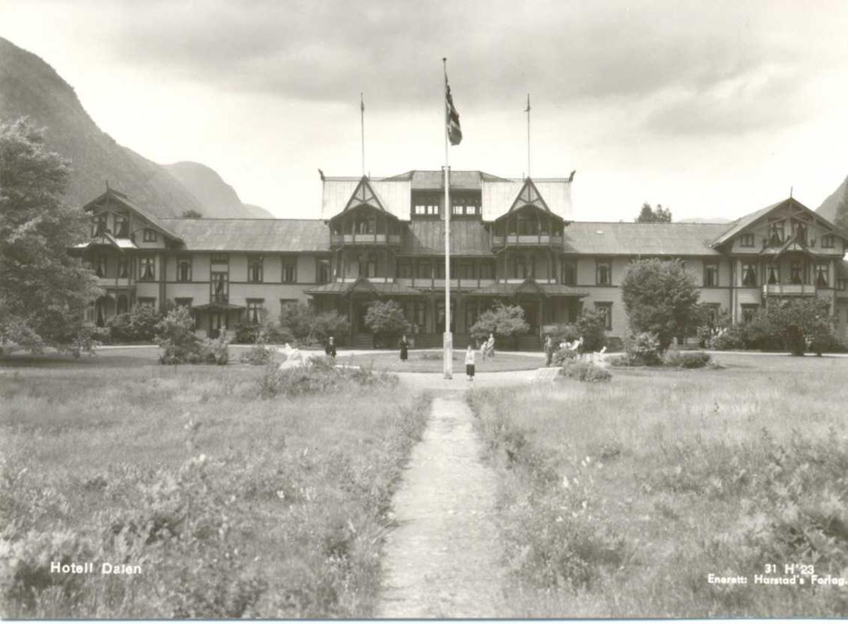 Hotel Dalen, front og hage