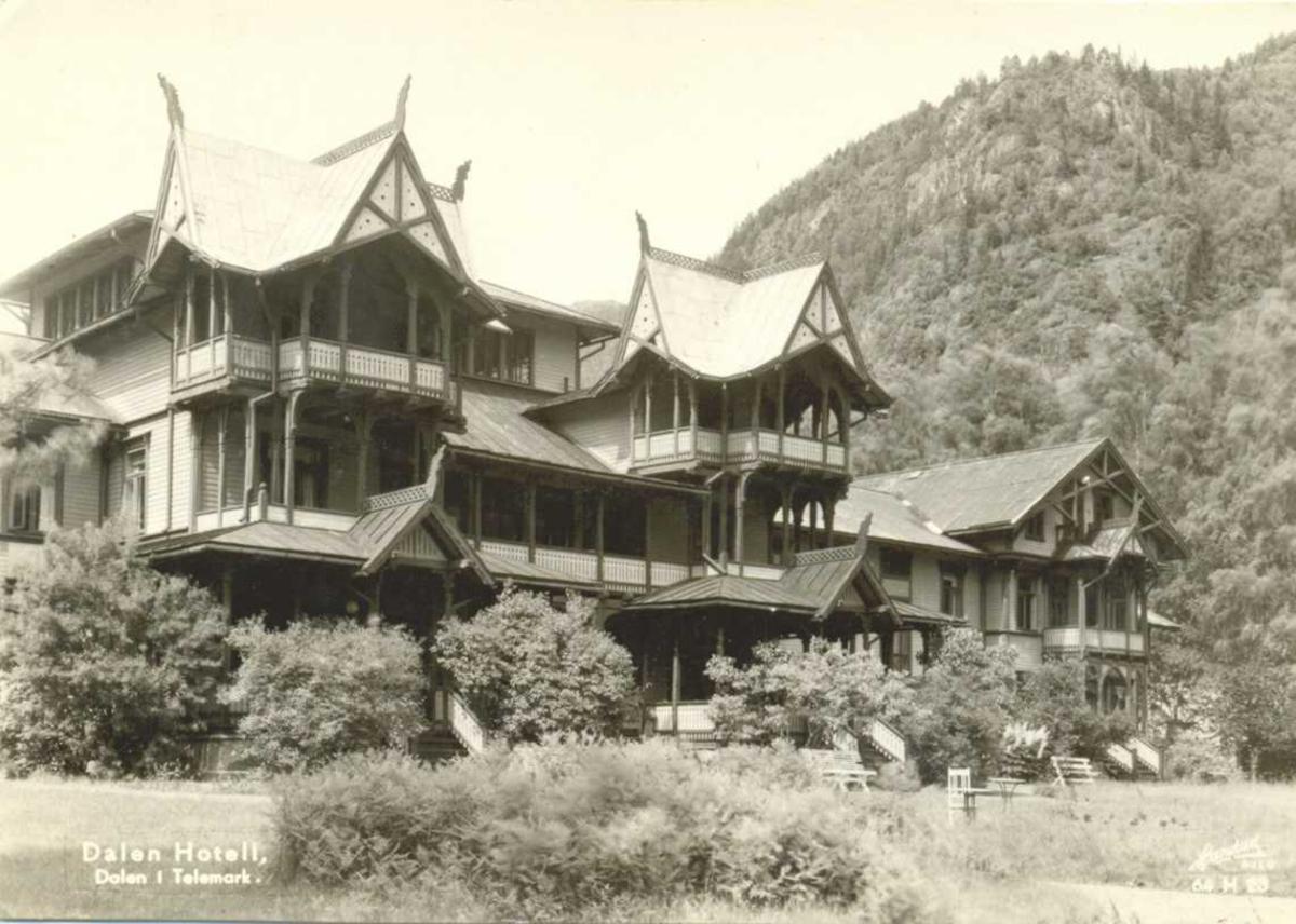 Hotel Dalen, front og hage, frå sida
