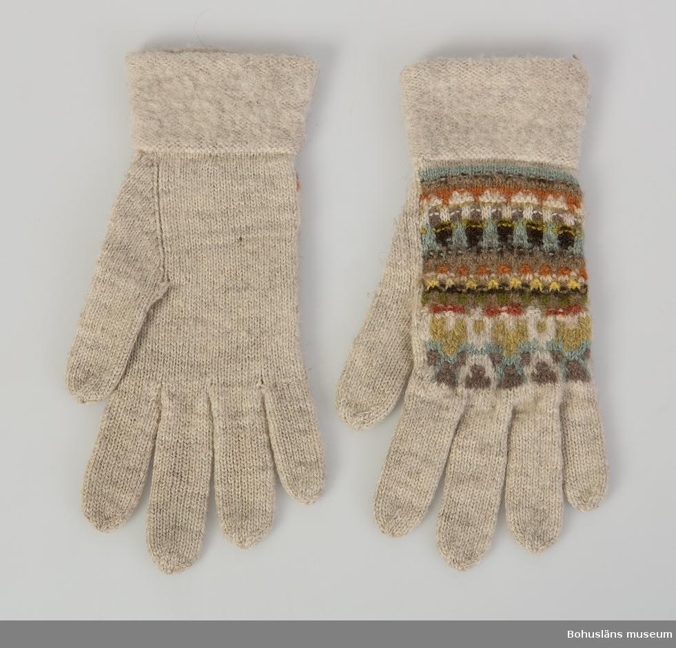 "Ett par fingervantar i mönstret ""Härskogen"", design Anna-Lisa Mannheimer Lunn, 1940-talet."