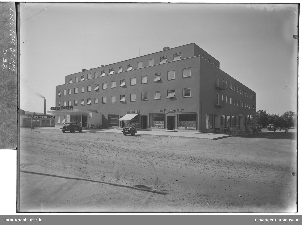 Grand Hotell, 1950  V