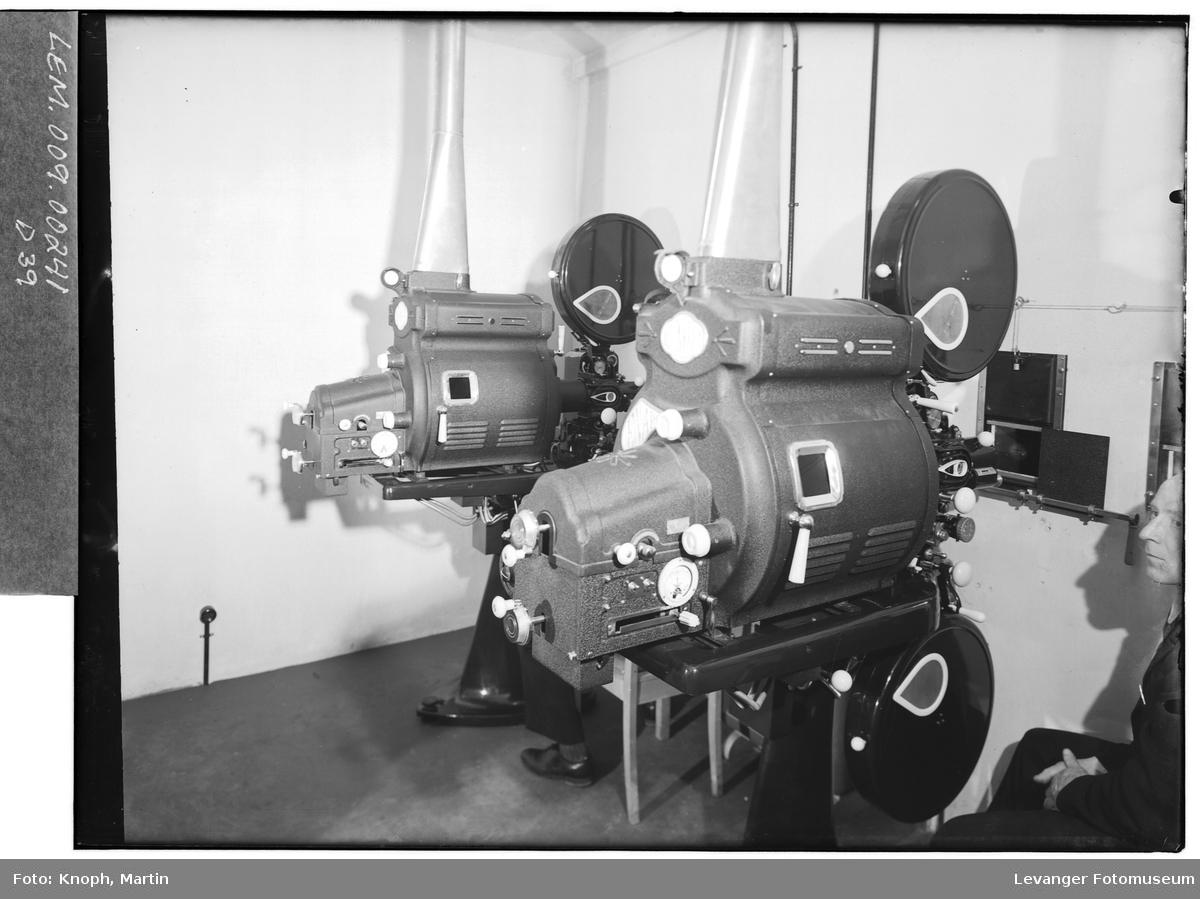 Maskinrommet i Steinkjer Kino.  II