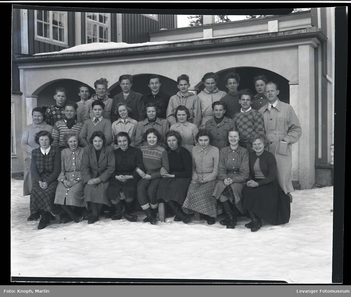 Framhaldskolen på Vinje med lærer Kjenstad  III