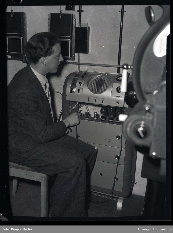 Kinomaskin og operator ved Steinkjersannan