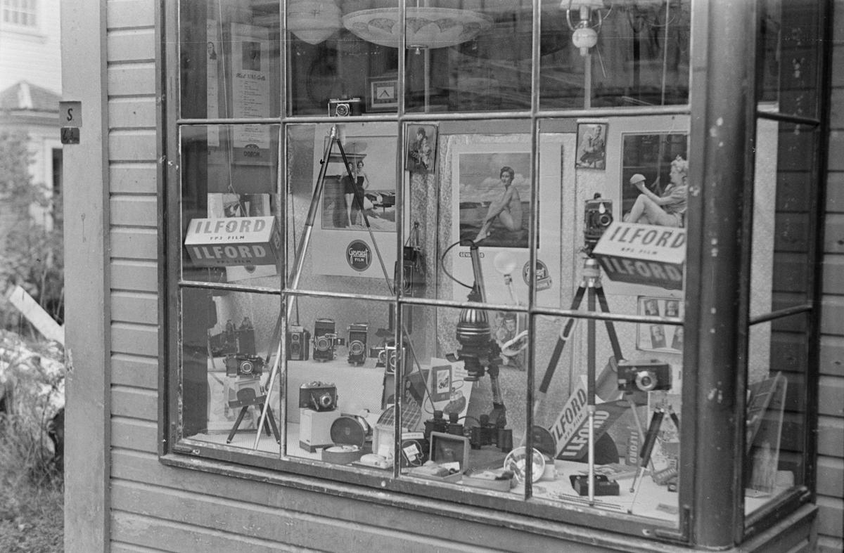 Utstillingsvindu. Syringens butikk. Leiret, Elverum.