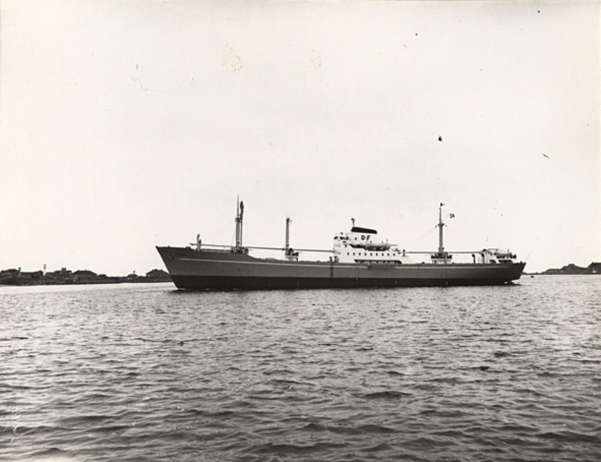 Fartyg: CONGO                          Bredd över allt 16,3 meter Längd över allt 125,5 meter  Rederi: A/S Det Dansk-Franske D/S, Köpenhamn (DK) Byggår: 1954 Varv: Helsingör Vaerft, Helsingör (DK) Övrigt: Namnsignal: OYWE D.w.t.: 6225 Br.t.: 3654
