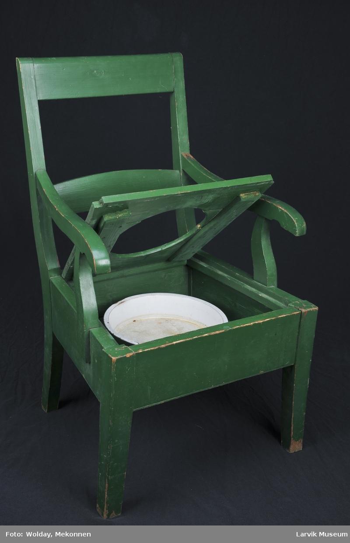 Stol med armlener og nedfelt potte. 1. setel m/lokk i 3 deler, 1. pottelokk