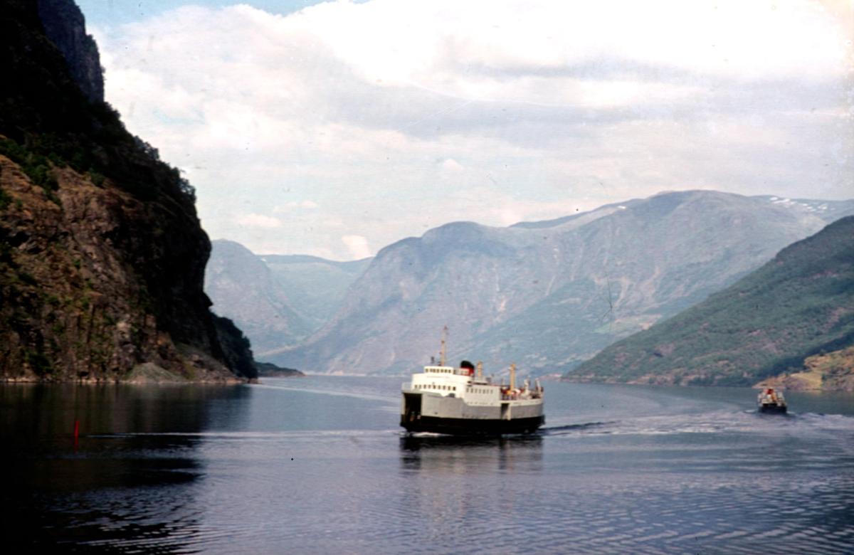 Aurlandsfjorden med båt.