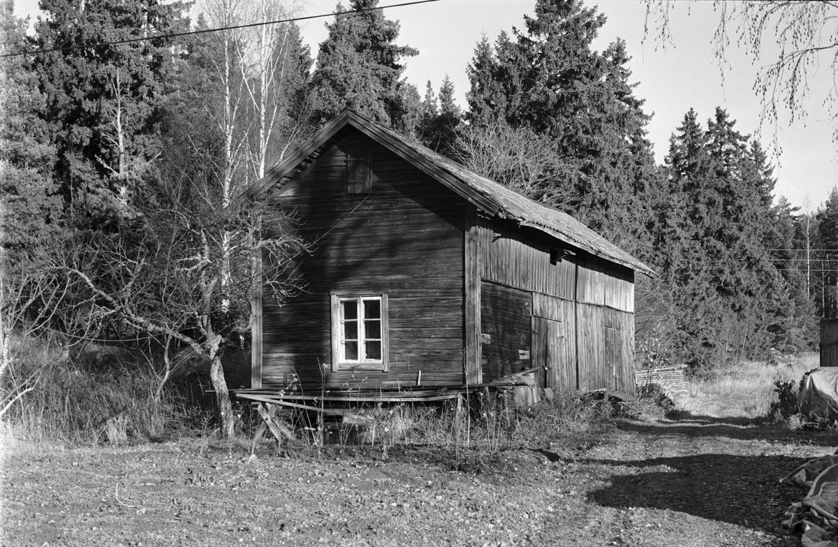 Ladugård, Skogstibble 3:3, Källgården, Skogs-Tibble socken, Uppland 1985