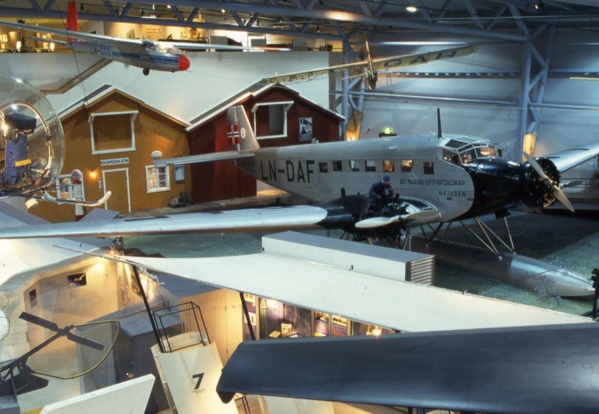 """Oversiktsfoto tatt innendørs: """"Najaden"""", Junkers JU 52/3 m. Tysk transport- og passasjerfly."""