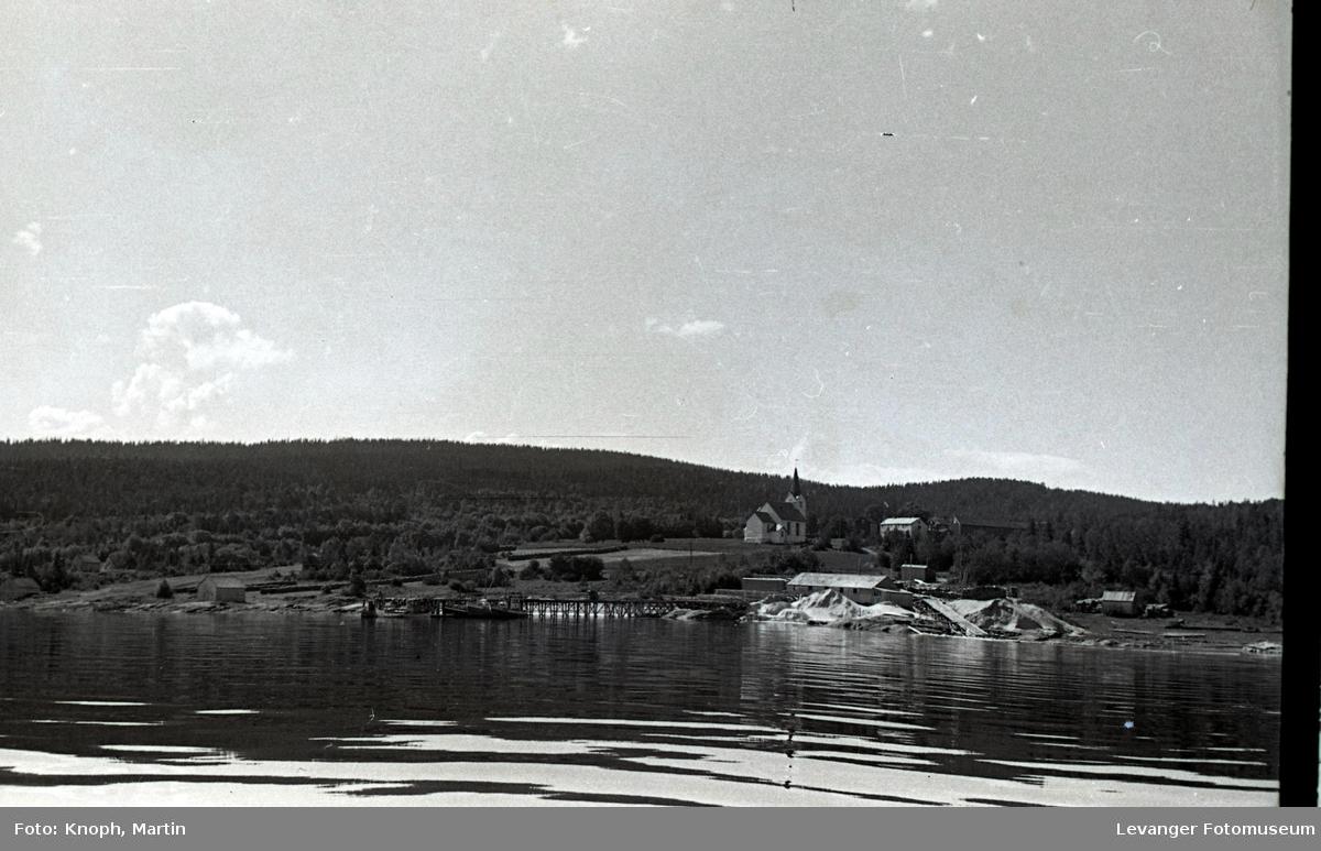 Kystlandskap utsikt mot Vestvik kirke.