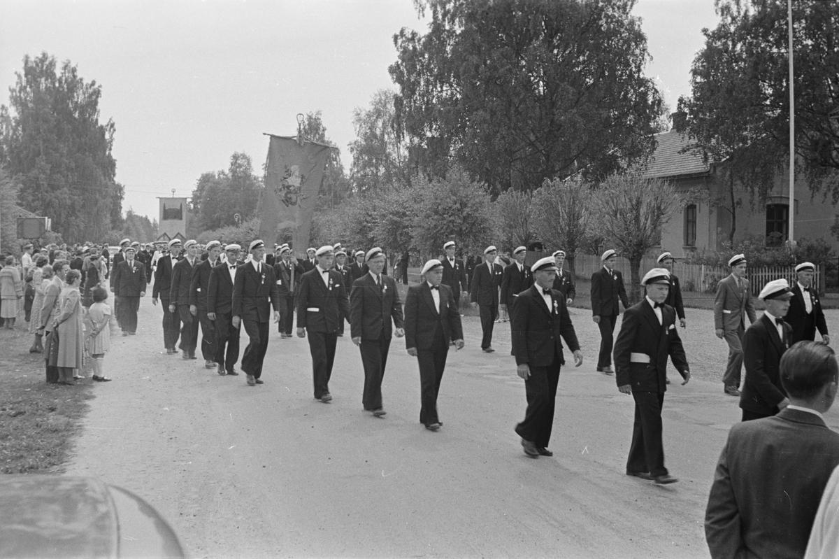 Opptog. Leiret, Elverum. 1950. Sangens og musikkens dag?