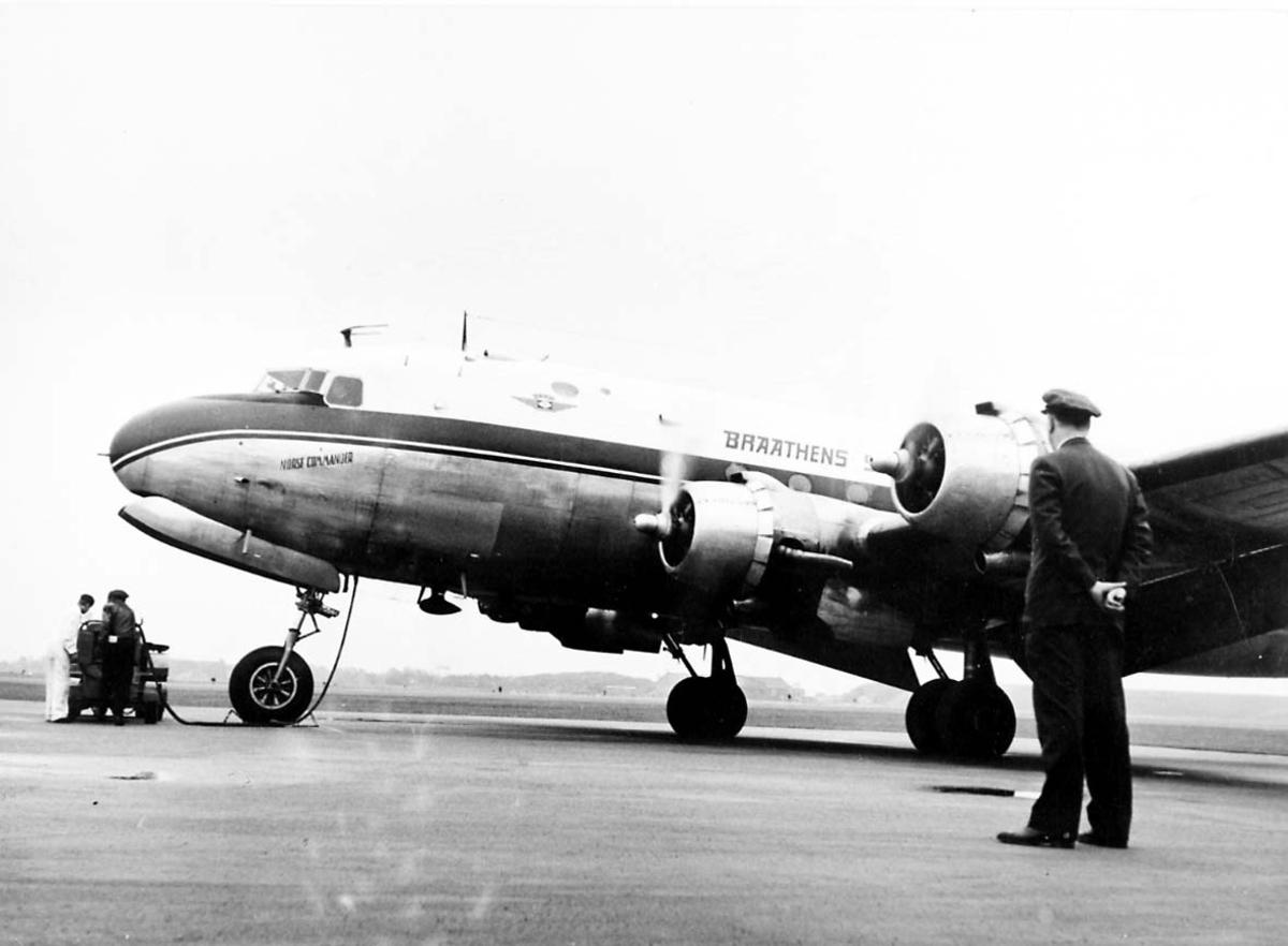 """Lufthavn. 1 fly på bakken, Douglas DC-4 C-54 Skymaster """"Norse Commander"""" fra Braathens SAFE."""