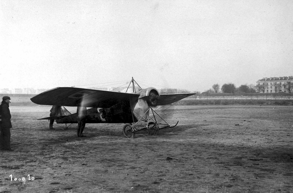 Ett fly på bakken. Bleriot XI (Demonterbar).