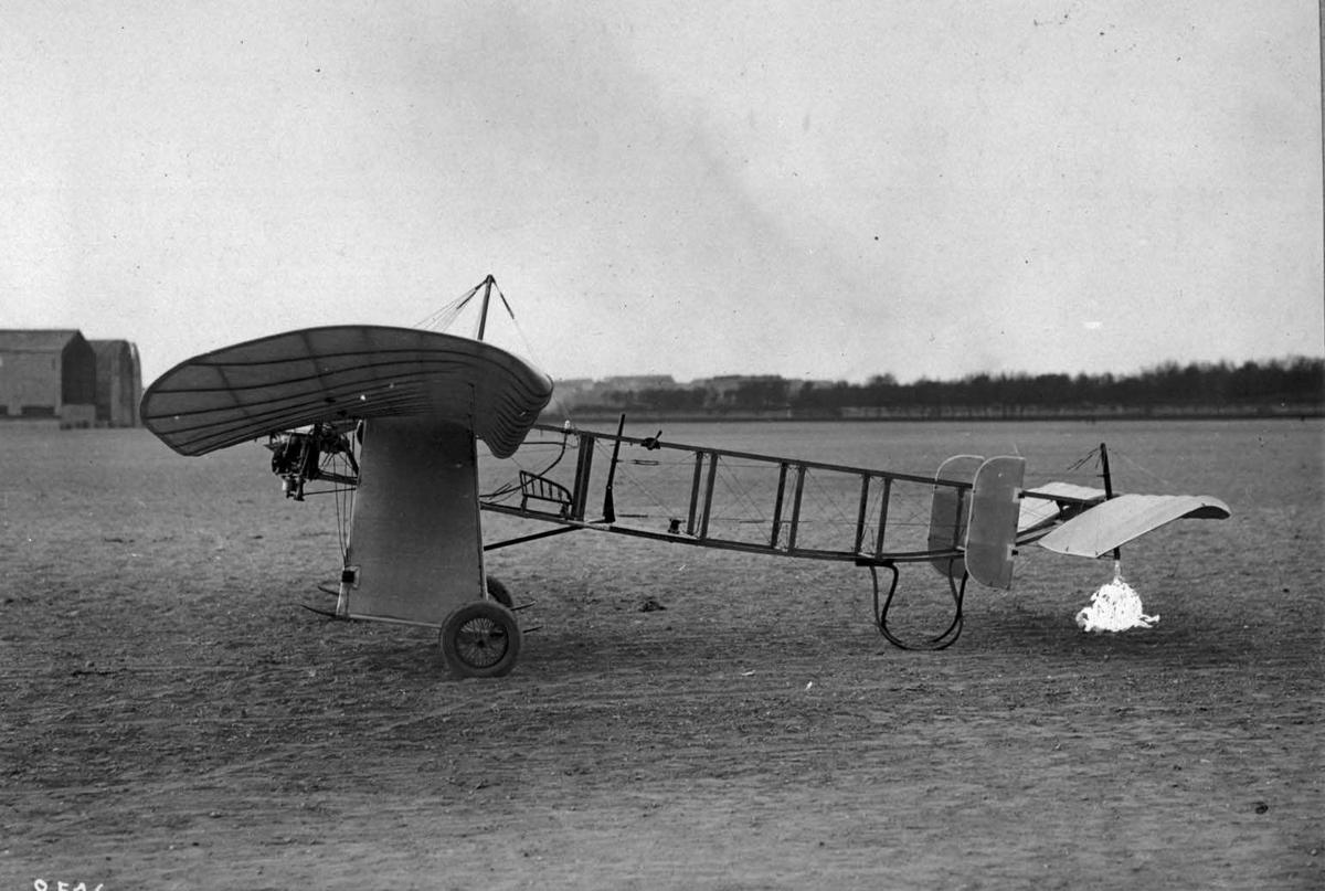 Ett fly på bakken. Gibert-Canard
