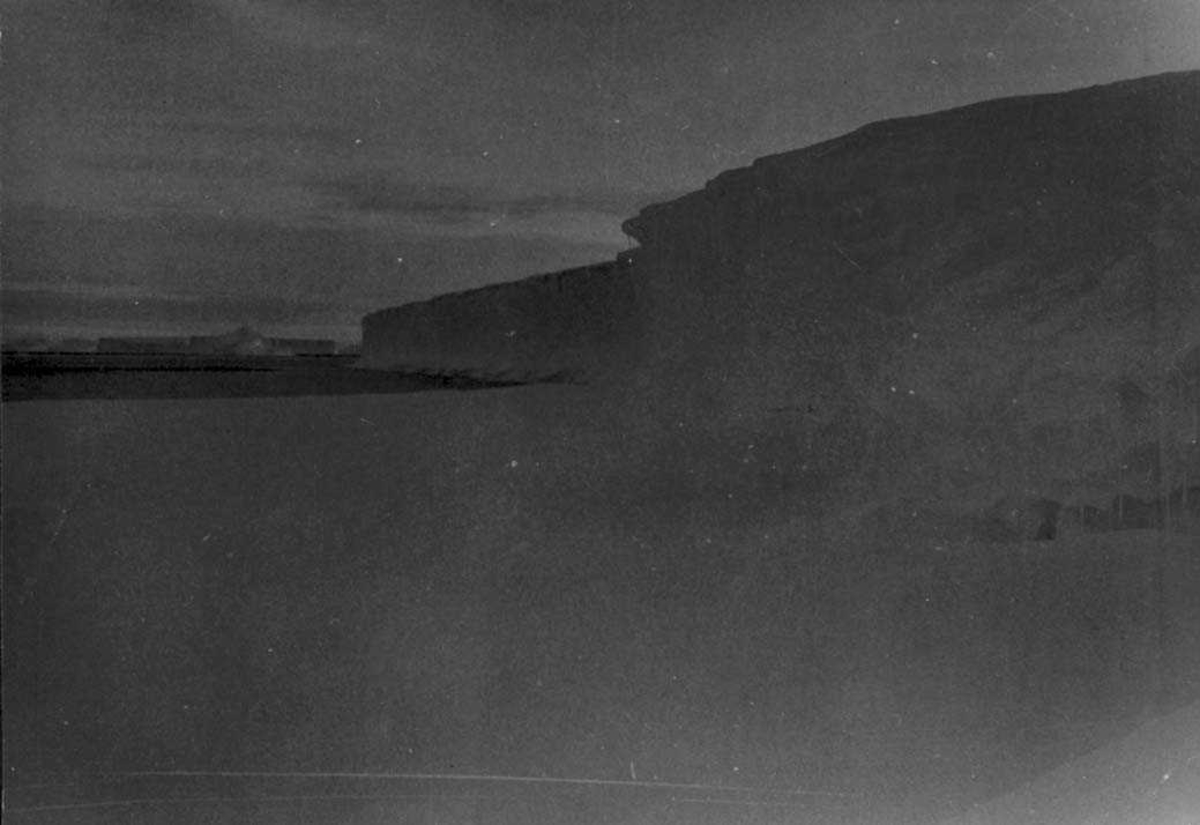 Landskap med iskanten i forgrunnen
