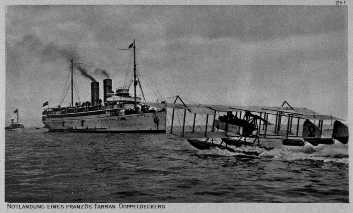 Ett fly på havet, Farman. Et dampskip ved flyet.