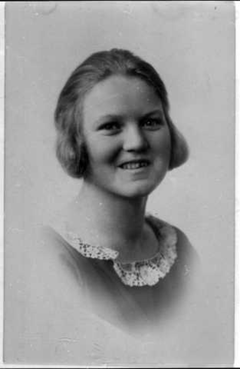 Portrett av ung kvinne