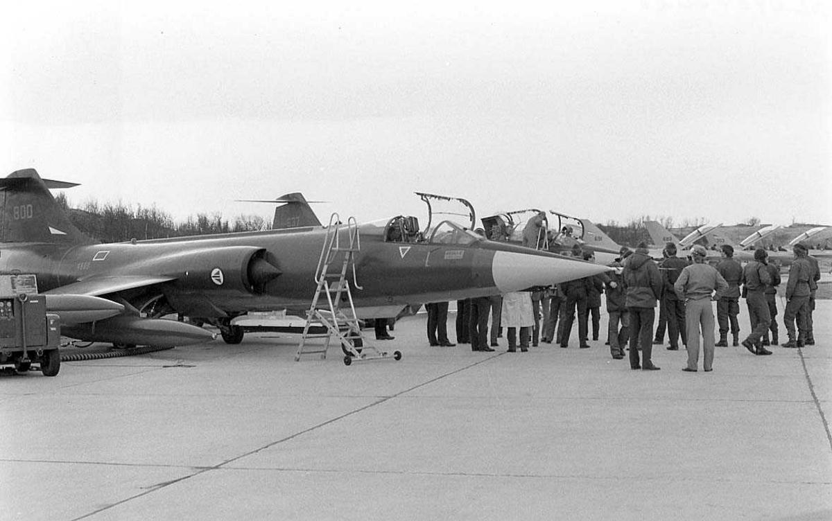 Flere jagerfly som er parkert ute ifm at CF-104 skal fases ut.