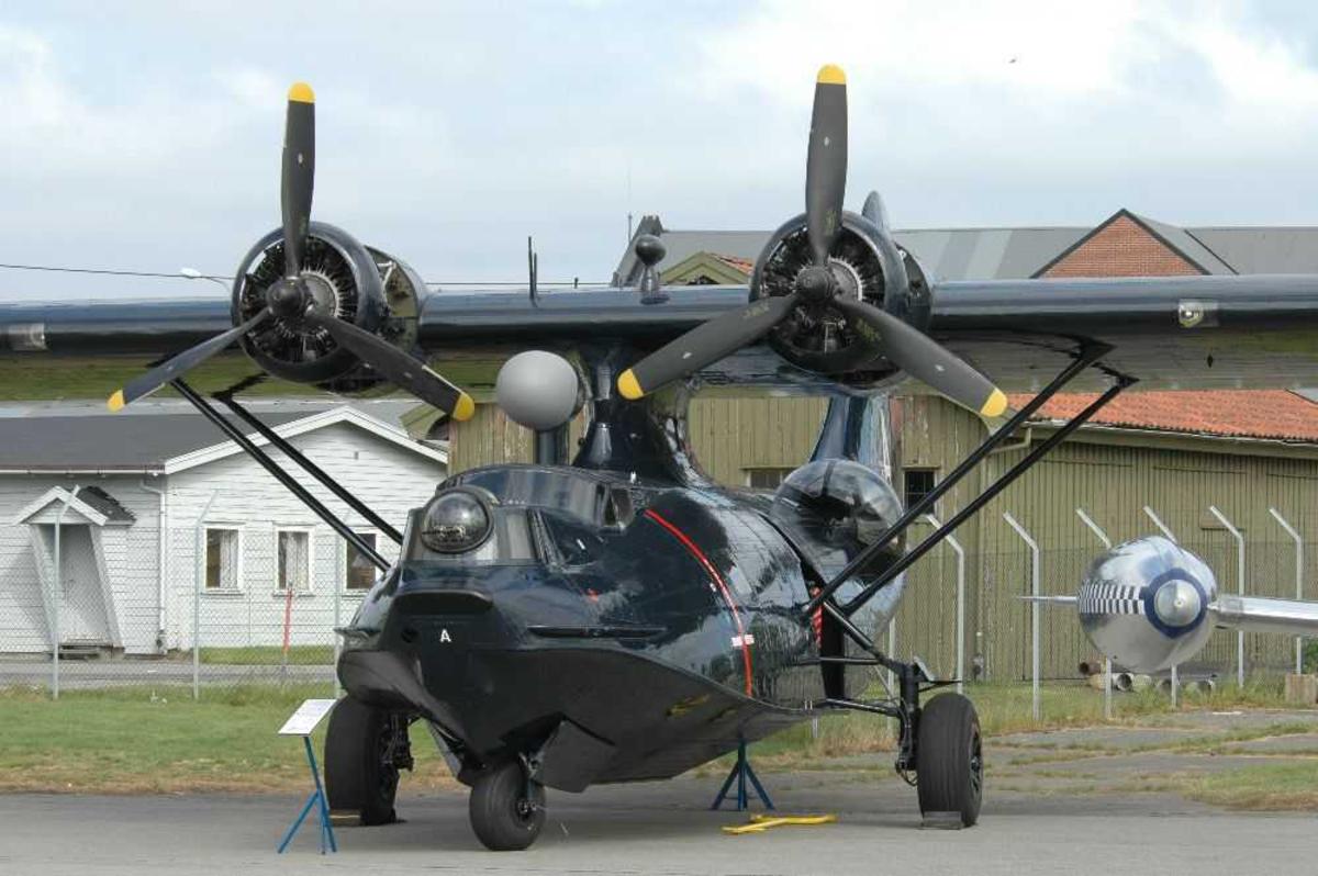 Lufthavn (flyplass) Ett fly på¨bakken. Consolidated Catalina lVB I tjeneste ved 333 skvadronen 1945-54